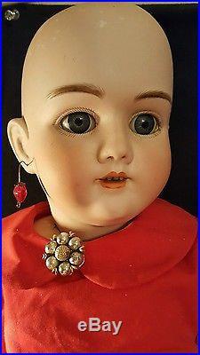 28 ANTIQUE #99 Handwerck Doll withoriginal body