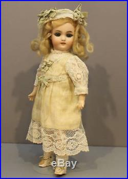 A SWEET ANTIQUE GERMAN BISQUE DOLL by SIMON & HALBIG Mold # 1078