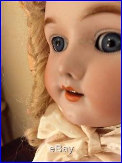 Handwerck Simon Halbig 23 inch pretty face blue, sleep eyes, perfect head