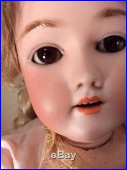 Handwerck Simon Halbig 69 12 Pretty chocolate almond shaped eyes wow
